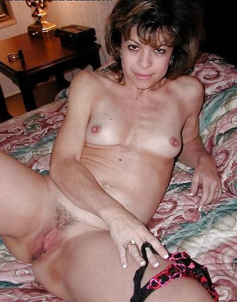 Reife Frau Mit Kleinen Titten