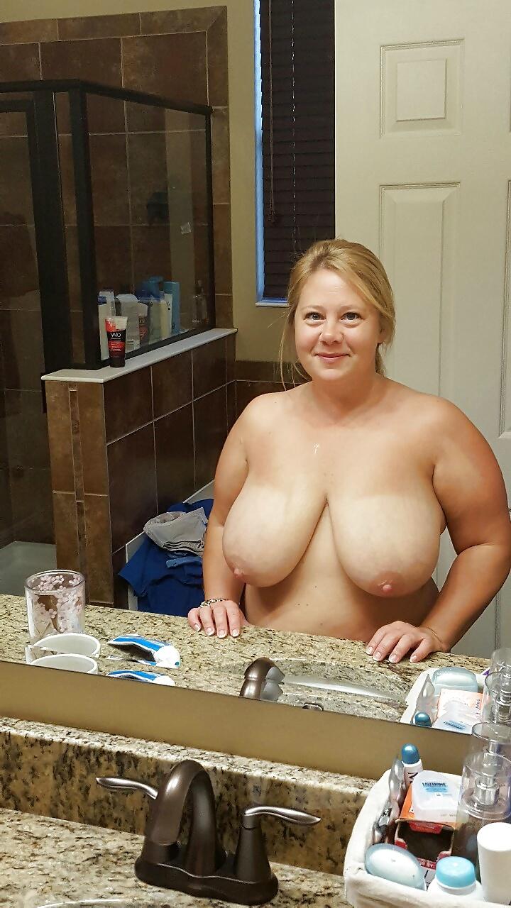 Große Brüsten in Nacktbildern